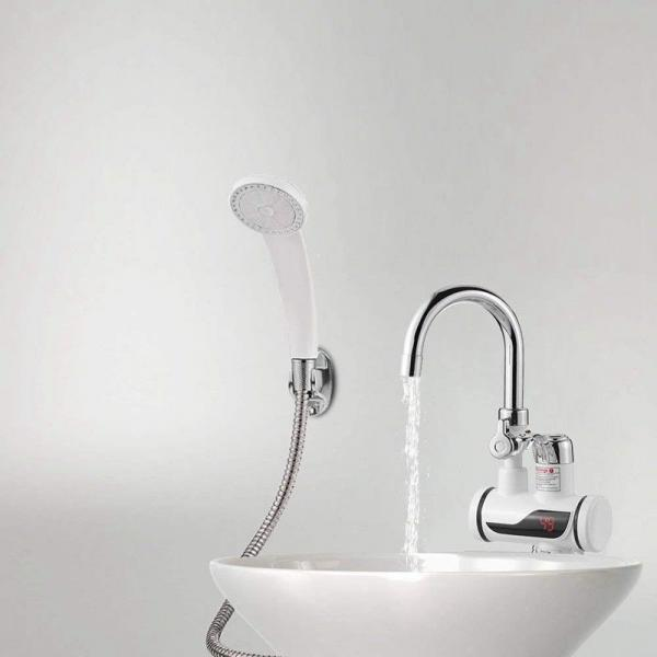 Dilipu duşu ilə suyun qızdırılması üçün alt bağlantısı olan elektrikli su qızdırıcısı.
